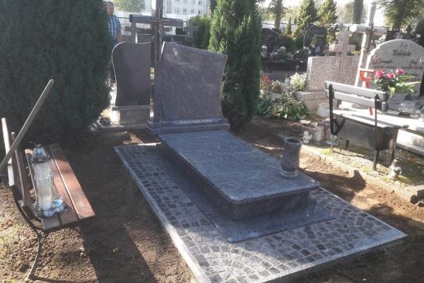 kostka granitowa wokół nagrobka cmentarz stargard