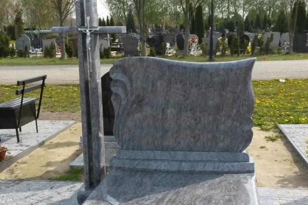ułożenie kostki wokół nagrobka cmentarz stargard